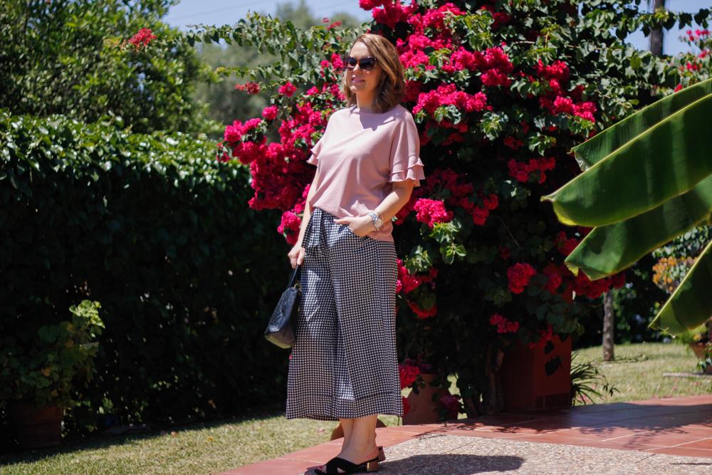 look pantalones cuadros vichy